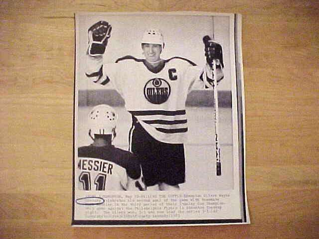 WIREPHOTO {Hockey}: Wayne Gretzky - {05/29/85} 'Nailing The Coffin' (Oilers Hockey cards value
