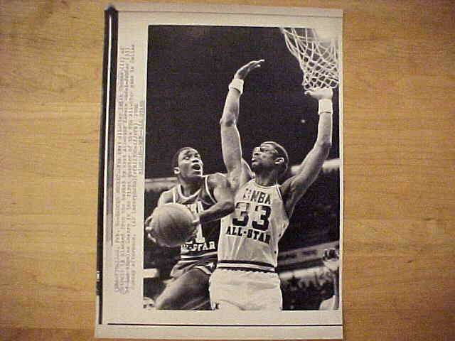 WIREPHOTO: Kareem Abdul-Jabbar - {02/09/86} 'Blocks Bucket!' (Lakers) Basketball cards value