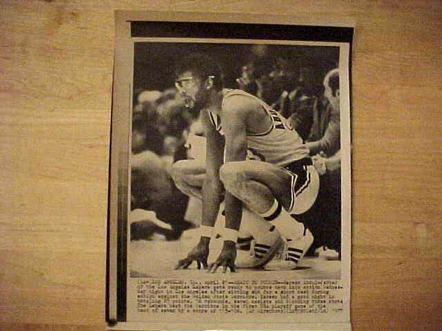 WIREPHOTO: Kareem Abdul-Jabbar - {10/31/79} 'Come Get It' (Lakers) Basketball cards value