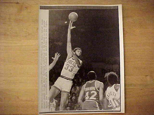 WIREPHOTO: Kareem Abdul-Jabbar - {04/21/77} 'Ready To Pounce' (Lakers) Basketball cards value