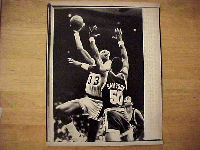 WIREPHOTO: Kareem Abdul-Jabbar - {02/24/87} 'Going For The Slam' (Lakers) Basketball cards value