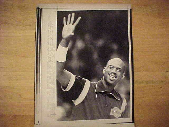 WIREPHOTO: Kareem Abdul-Jabbar - {04/23/86} 'Going For It' (Lakers) Basketball cards value