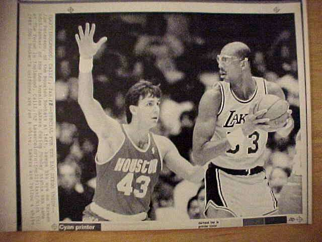 WIREPHOTO: Kareem Abdul-Jabbar - {07/30/89} 'Farewell' (Lakers) Basketball cards value