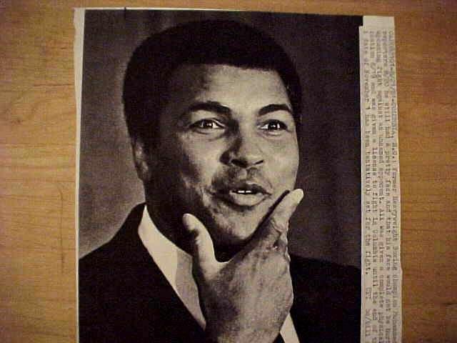 WIREPHOTO {Boxing}: Muhammad Ali - {08/21/81} 'Still Pretty' Boxing cards value